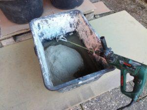 Anrühren vom Beton für Hantelscheibe