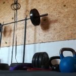 Hintergrundbild - Kletterwand und Trainingsgeräte